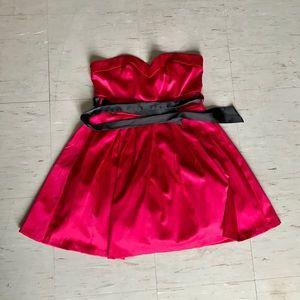 Dresses & Skirts - Flowy Red Dress! Gorgeous! Size medium